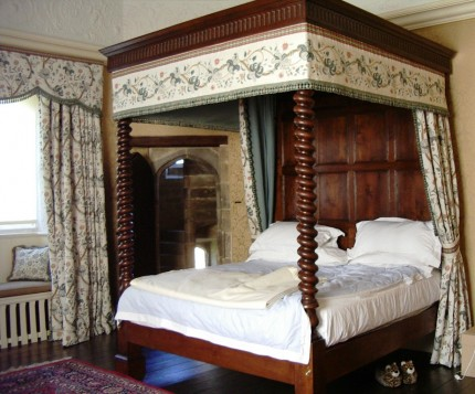 16th 17th Century Reproduction Four Poster Oak Beds